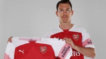 Arsenal chiêu mộ Stephan Lichtsteiner